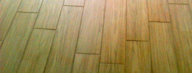 Pavimento in finto legno colonna enrico - Pavimento esterno finto legno ...
